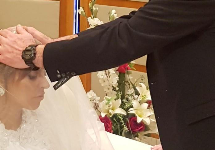 שירה כהן מתברכת מאביה בחתונתה